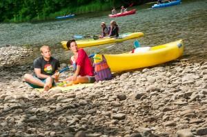 disfrutando del rio sella en canoa